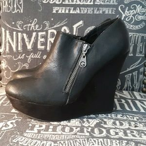 GUESS BLACK WEDGE BOOTIE SZ 8